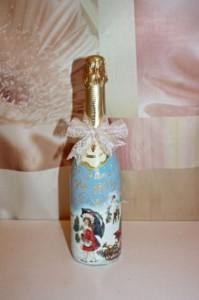 покрытая работа акриловым лаком превращает бутылку из под шампанского в прекрасный подарок