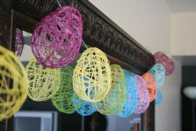 Этапы работ по изготовлению поделки - яйца из ниток