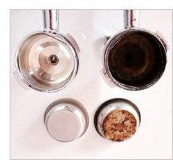 Вы обнаружите там остатки молотогокофе и налет, из-за которых готовый напиток приобретает неприятный запах