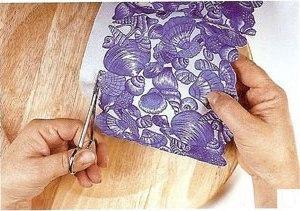 Подберите салфетку на морскую тему, отсоедините верхний слой с рисунком