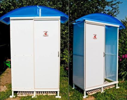 Летний душ из полкарбоната может быть двух видов:
