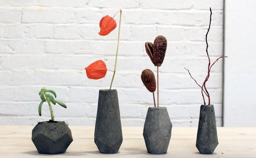 В высокую вазу вы сможете поставить декоративные веточки