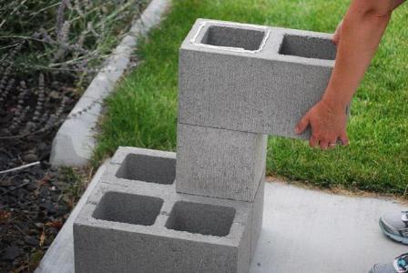 Блоки размещайте таким образом, чтобы они уравновешивали друг друга