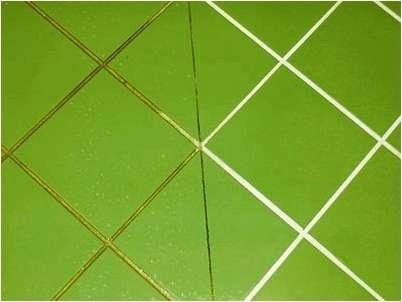 Почистить кафель можно при помощи уксуса, при этом процедуру лучше выполнять при помощи распылителя