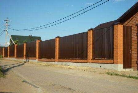 комбинированный забор из профнастила и ковки фото