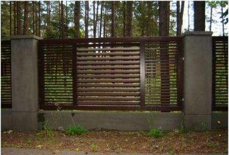 Комбинированные заборы - самые распространенные и популярные из оград.