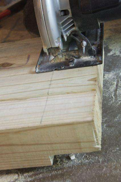 Все деревянные детали нужно будет загрунтовать и покрасить