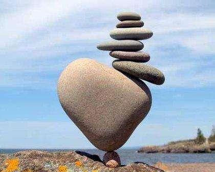 Поделки из камня придадут вашему ландшафтному дизайну нотки неповторимости и жизнерадостности.