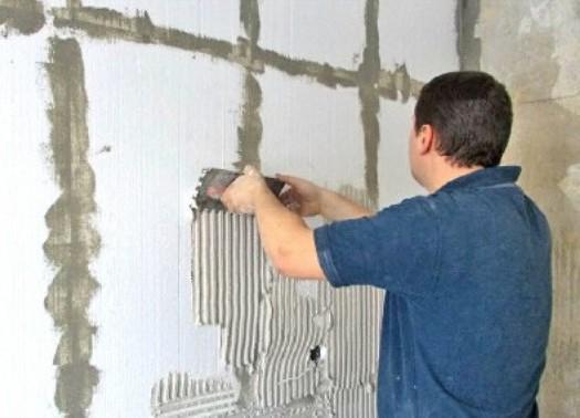Смесь, являющаяся универсальной, используется для монтажа к стене специальной сетки для оштукатуривания, а также для остальных штукатурных работ