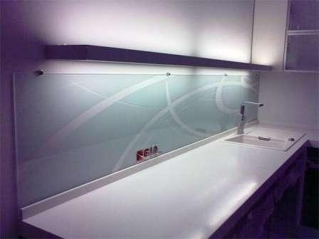 белое стекло для скинали
