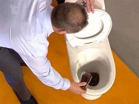 Как почистить унитаз кока колой
