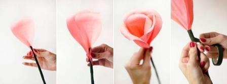 Следующий этап – это закрепление лепестков с помощью цветочной ленты. Намотать ее на низ лепестков, которые находятся около к стебля