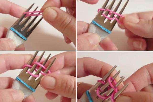Из резиночки скрутите восьмерку и наденьте её на первый  и третий зубчики верхней вилки