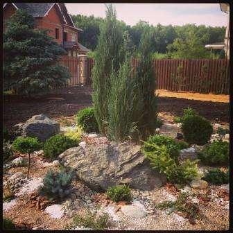 внешний вид каменного сада на даче