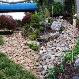 Сухой ручей, как сделать на даче имитацию ручья