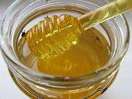 Применять мед нужно ежедневно. Для этого необходимо размешать одну чайную ложку меда в стакане теплой воды или молока. Пить лучше всего натощак. Таким образом лучше усваиваются все полезные свойства меда.