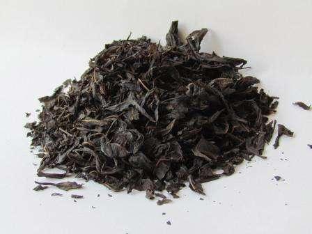 После этого листья снова мяли и расфасовывали. Так как этот чай с собой в дорогу брали русские мореплаватели, он стал известен по всему миру и составил неплохую конкуренцию настоящему индийскому чаю.