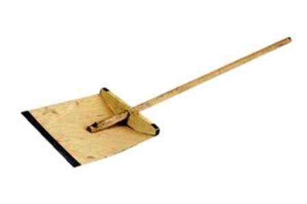 Перед изготовлением нужно лишь определиться с формами и размером снегоуборочной лопаты.