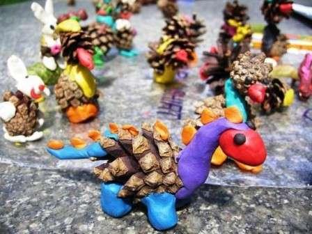 динозавры из сосновых шишек