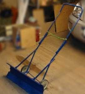 Отличным вариантом для создания рамы послужит старая коляска