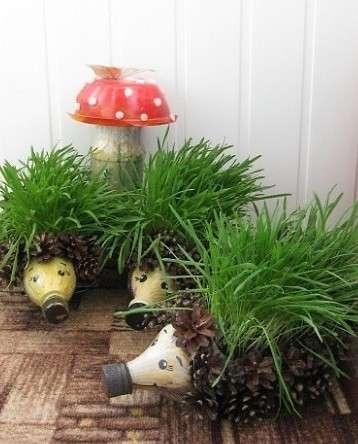Еще один вариант садового ёжика своими руками, в комплекте с цветочной полянкой и мухомором.