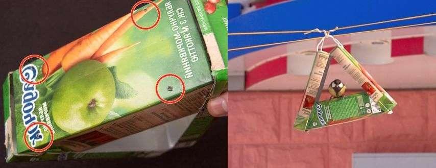 С помощью проволоки подвесьте кормушку на ветку дерева или сучок. Корм засыпается в основание – в первую коробку. Не забывайте про птиц и пополняйте регулярно кормушку.