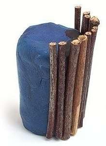 Теперь можете приступить к изготовлению горшочка.</p> <p> Для этого вам понадобится большой кусок пластилина, из которого вы должны будете скатать цилиндр.</p> <p> Чтобы украсить горшочек, возьмите ровные палочки. Использовать можно даже деревянные шпажки, если вы не нашли достаточное количество сухих веточек без изгибов.» width=»219″ height=»300″/></p></div> </p> <p>Прилепите подготовленные веточки к цилиндру из пластилина.</p> <p> Они должны плотно прилегать, чтобы не было пробелов и цветной пластилин не вылезал сквозь ветки.</p> <p> Завяжите веточки лентой, которая будет поддерживать композицию и в то же время украшать её.</p> <p>Воткните фисташковое дерево в ваш горшок.</p> <p> Чтобы не было видно пластилин, задекорируйте его камешками, ракушками или оставшейся скорлупой от фисташек.</p> <h3>Смотрите видео: Фисташковое дерево своими руками</h3> <p><iframe data-src=