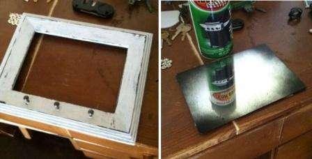 Надо дождаться высыхания краски. После этого шлифовальной бумагой немножко затирайте поверхности фоторамки. Совет: затрите основательнее те места, за которые чаще берут зеркало, такой маневр поможет придать рамке эффект старины.