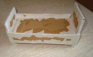После этого можно приступить к декорированию мебели. Для этого возьмите белые листы и порвите их на мелкие кусочки. Затем каждый кусочек обмакивайте в ПВА и наклеивайте на поверхность готовой кроватки.