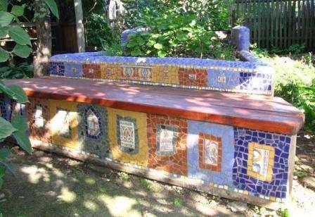 В последнее время редко используется мозаика, хотя с ее помощью можно сделать достаточно оригинальные и долговечные поделки.