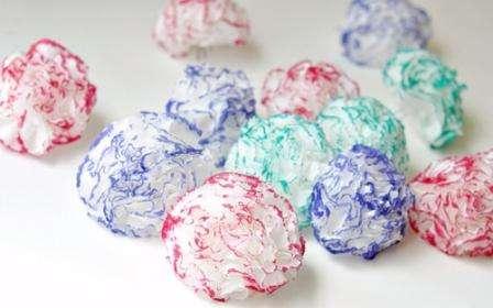 Перед тем как приподнимать края салфеток, обведите их каким-то цветом. В результате получится красивая окантовка.