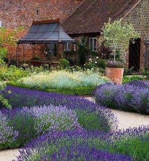 Фото цветников во дворе и на даче – возможность найти подходящую идею для собственного участка. Своими руками в