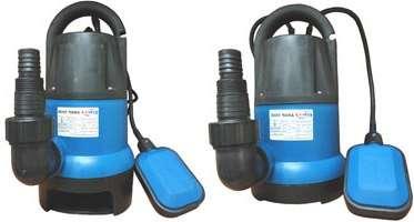 При выборе насоса нужно учесть: мощность и производительность в минуту, напор, который очень важен при глубоких ямах или вертикальном водопроводе