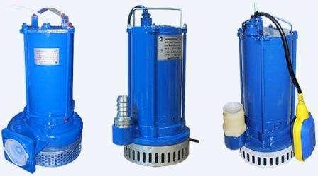 Поверхностный насос подключается к водопроводу и устанавливается на поверхности. Он выкачивает небольшие объёмы воды.