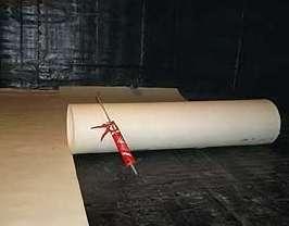 Проникающий вид изоляции действует по типу проникновения и кристаллизации внутри материала стен. Изоляция происходит на глубину 60 сантиметров. Для нанесения нужно: очистить от жира и грязи поверхность.