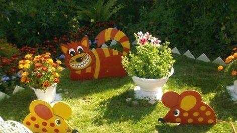 как украсить сад поделками из фанеры