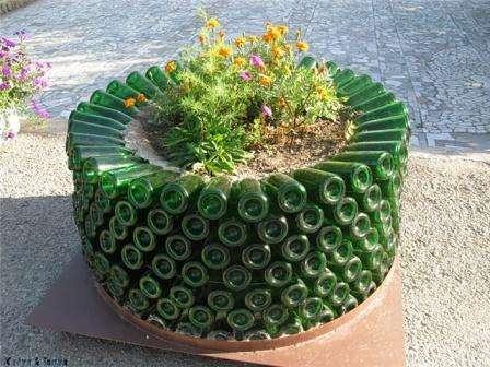 Также надо отметить клумбу-моноцветник, которую можно сделать своими руками. В нее высаживают в основном цветы одного, реже двух, видов