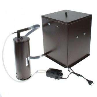 Дымогенератор можно соорудить в виде муфеля. Асбестовая труба обкручивается спиралью из нихромового материала, витки при этом прикрываются стеклотканью. Труба зашивается листом жести. Конструкция ускоряет процесс нагрева, тления опилок. После отключения аппарата, температура в коптилке сохраняется несколько часов.