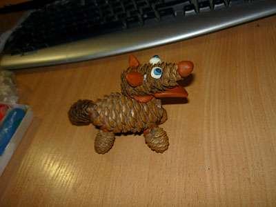как сделать из шишек поделку собаку
