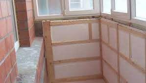 Пеноплекс отличается прочностью, но если этот показатель не играет важной роли, поэтому для утепления балкона или лоджии можно воспользоваться стандартным пенопластом.