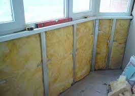 Утепление балкона с помощью минеральной ваты позволяет облегчить конструкцию. Этот материал позволяет защитить поверхность от холода, жары и влаги. Некачественный монтаж ухудшает свойства утеплителя почти в половину.