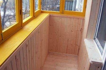 Утепление вагонкой не может быть качественным, если балкон не имеет достаточного отопления. Если же отопление отсутствует,