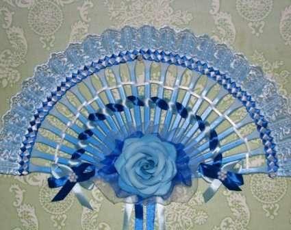 Идей для украшения такого веера своими руками очень много, поэтому попробуйте использовать бусины, искусственные цветы или другие заготов