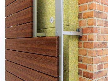 Дома с деревянной облицовкой фасадов смотрятся интересно и благородно, оставляют простор для ф