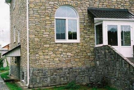 Натуральные современные материалы широко используются для отделки фасадов. Природный камень мо