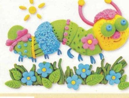 Забавная гусеница станет настоящим украшением детской комнаты, при этом вы сможете ее сделать без проблем