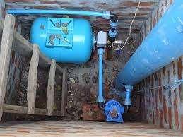 Подвод воды в дом может осуществляться двумя способами: из скважины и от центрального водопровода. Стоит отметить, что эти приемы не являются взаимоисключающими. Забор воды из скважины возможен т