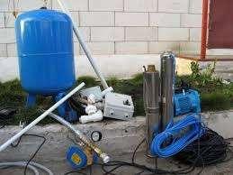 Мощность. В продаже представлены модели с мощностью от 600 до 1,5 Вт. Соответственно, если в доме много точек потребления воды, то и станцию следует выбрать с большей мощностью. Вместительность накопительной емкости и материал, из которого она изготовлена.\ Вместимость емкости должна быть достаточной, чтоб обеспечить водопотребность на случай откл