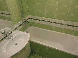 Начинать ремонт в ванной комнате стоит с определения дизайна, интерьера. Продумайте до мелочей, каким будет это помещение, выберите цвет. Традиционными считаются пастельные тона, а также соче