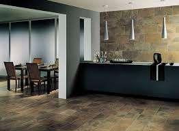 Керамогранит широко используется для облицовки поверхностей в ванной, кухне и коридоре. Среди российских производителей керамогранита пользуются спросом товары компании Italon, Atlas Concorde и «Идеал
